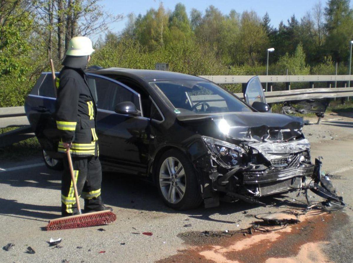 B B Augsburg b 17 verkehrsunfall mit 10 betroffenen höhe fußballarena