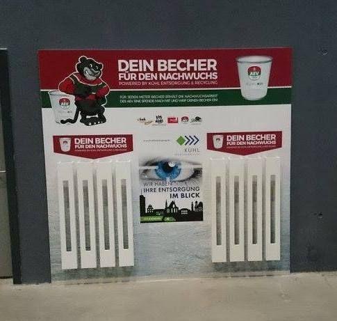 aev_Becher Augsburger Panther | Förderung am laufenden Meter für den AEV-Nachwuchs Augsburger Panther News Sport AEV Augsburger EV Augsburger Panther deka messebau Handwerkskammer für Schwaben (HWK) Kühl Entsorgung & Recycling Süd GmbH |Presse Augsburg