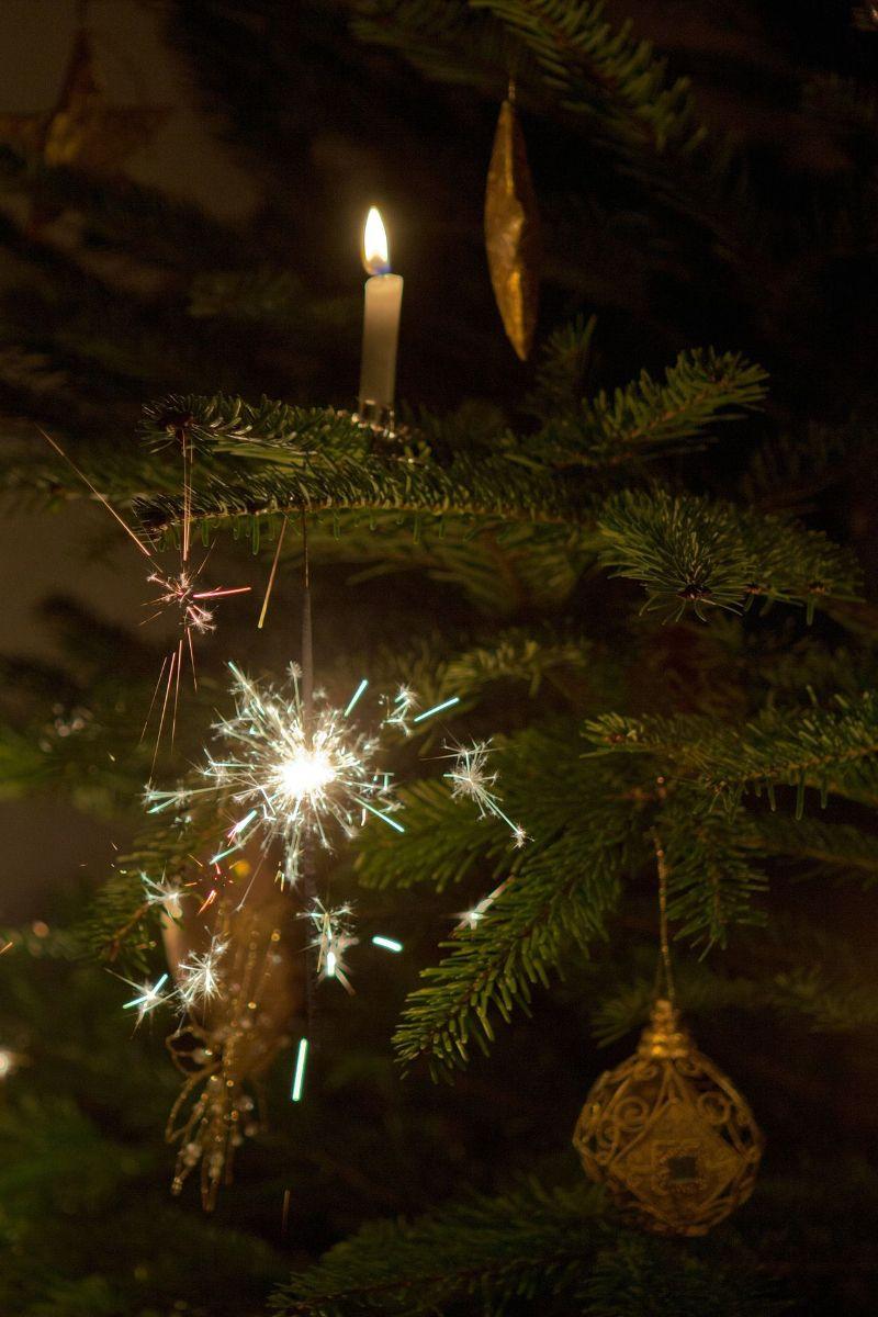 nichts anbrennen lassen so brennt der weihnachtsbaum. Black Bedroom Furniture Sets. Home Design Ideas