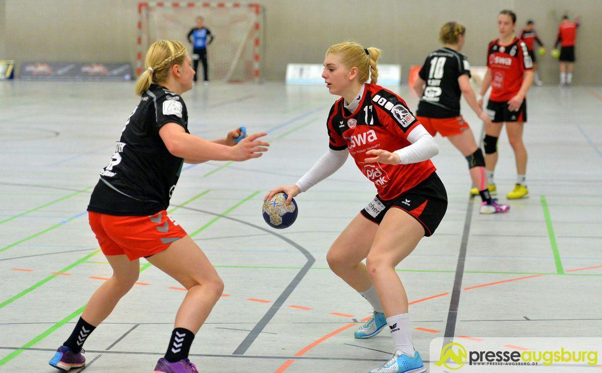 Franziska Cappek (rot) hofft auf ein besseres Abwehrverhalten ihres Teams.