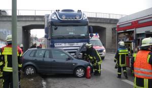 feuerwehr_b17_lkw-pkw-300x174 Es werden mehr und mehr Verkehrsunfälle im Bereich Augsburg News Polizei & Co Augsburg Verkehrsunfälle |Presse Augsburg