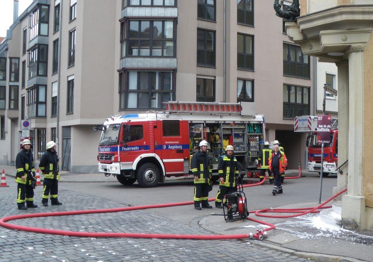 feuerwehr_brand_lange-gasse Brand in der Langen Gasse News Polizei & Co Augsburg Augsburg News Berufsfeuerwehr Augsburg Brand Feuerwehr Innenstadt Lange Gasse Nachrichten Augsburg Zentrum  Presse Augsburg