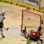 140218_AEV_Hamburg_056-150x150 Panther ringen die Hamburg Freezers nieder und bewahren sich ihre Playoff-Chance Augsburger Panther News Sport  Presse Augsburg