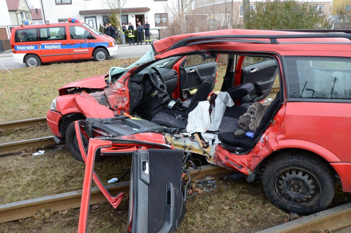 2014-02-14-Unfall-Hofacker-Postillion-_-10 Es werden mehr und mehr Verkehrsunfälle im Bereich Augsburg News Polizei & Co Augsburg Verkehrsunfälle |Presse Augsburg