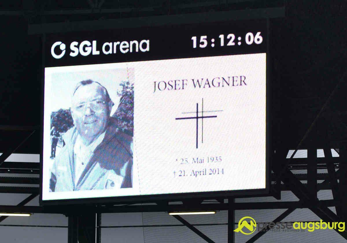 fca_hsv_007 FCA-Legende Wagner Josef verstorben FC Augsburg Sport Anzeigetafel FC Augsburg FCA Wagner Josef |Presse Augsburg