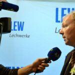"""20140729_fanmeeting_lew_038-150x150 Der """"Blauhelmeinsatz"""" für die AEV-Profis und -nachwuchsspieler geht weiter Augsburger Panther News Sport AEV Augsburger Panther Daniel Weiß DEL Fanmeeting Lechwerke LEW  Presse Augsburg"""