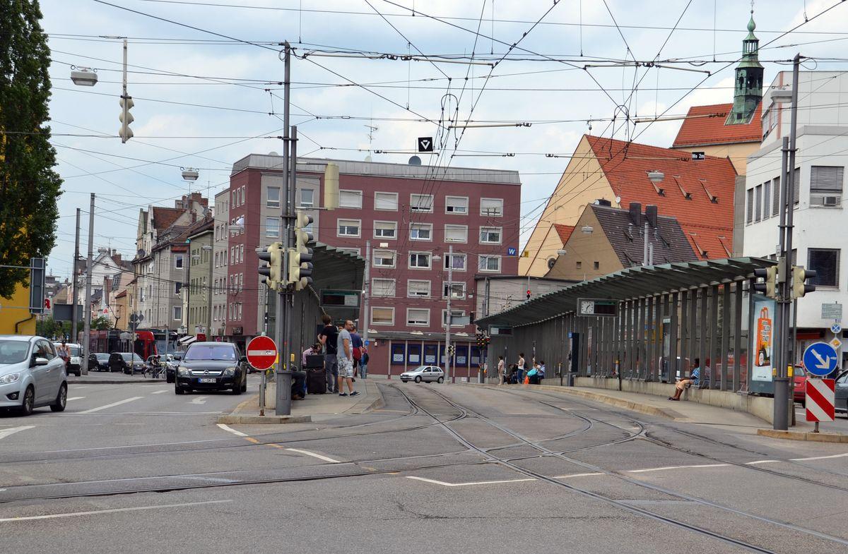 Augsburg   Mehrere Jugendliche schlagen einen 19-jährigen auf dem Heimweg zusammen
