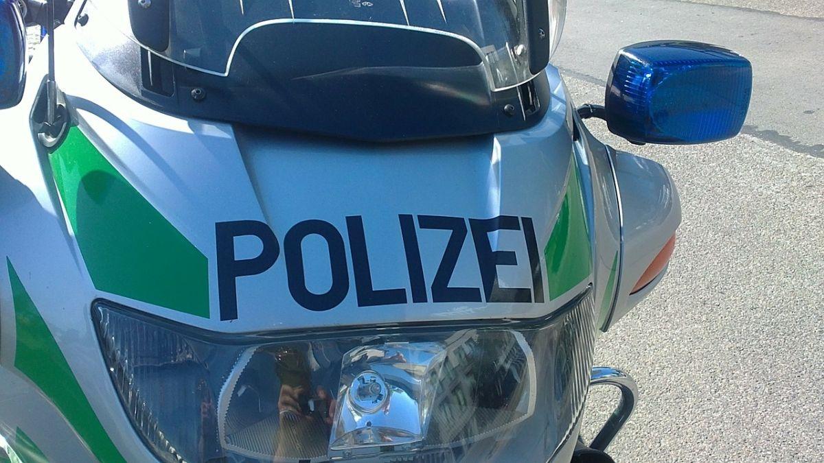 polizeimotorrrad-327900_1280 Dasing |Unfallverursacher flüchtet nach Unfall auf der A8 News Polizei & Co Audi A5 BAB 8 Dasing Fahrerflucht Unfall A8 |Presse Augsburg