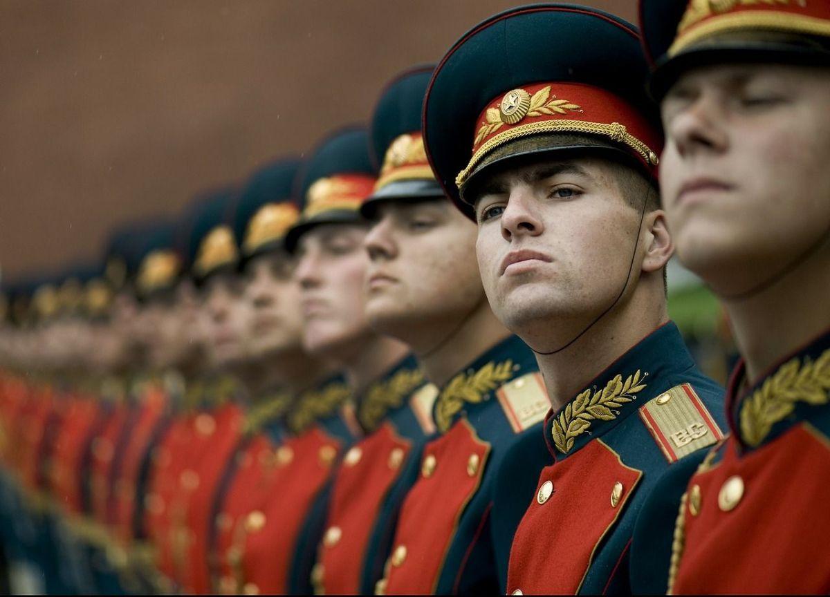 russland_ehrengarde Mehrheit der Deutschen hat Angst vor einem Krieg im Osten Europas News Krieg Krim Politbarometer Russland Ukraine Umfrage ZDF  Presse Augsburg