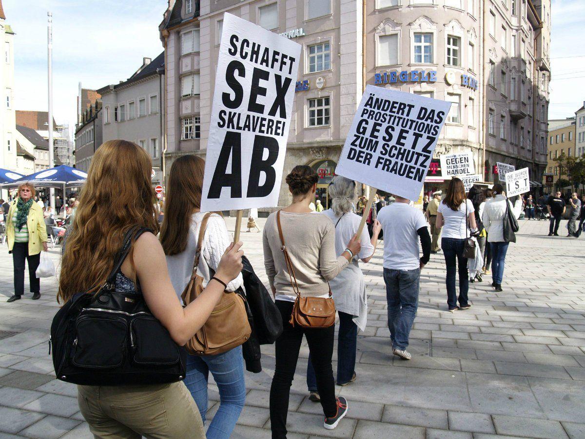PM_Bild1_14_10_18 Europäischer Tag gegen Menschenhandel: Augsburger demonstrieren in der Innenstadt News Augsburg Demo Menschenhandel |Presse Augsburg