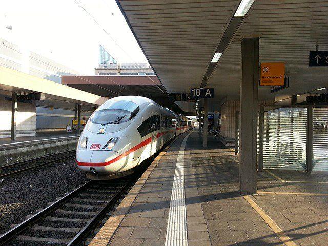 ice-426425_640 Streiks bei der Bahn ab heute 21.00 Uhr | Beeinträchtigungen im Regionalverkehr Bayern News Wirtschaft Bahnhof Deutsche Bahn GDL Pendler Streik Verspätungen Zug |Presse Augsburg