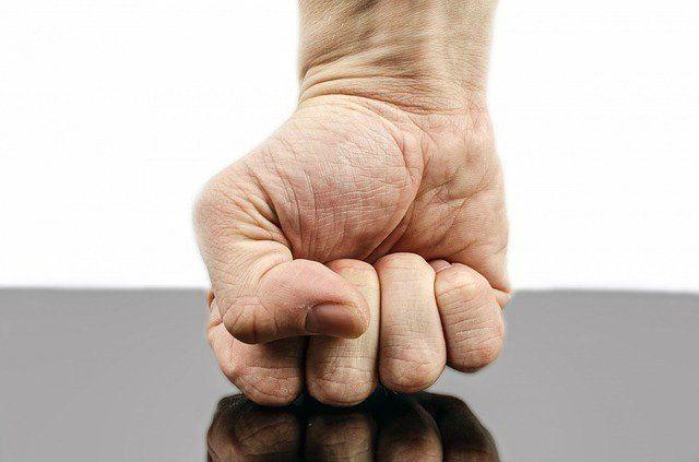 punch-316605_640 Gefährliche Körperverletzung, Misshandlung von Schutzbefohlenen und Vergewaltigung mit Waffen  Haftstrafe für Familientyrann News Polizei & Co Haftstrafe Körperverletzung Misshandlung Vergewaltigung  Presse Augsburg