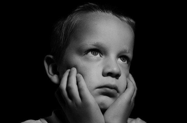 sad-219722_640 Augsburg | Kinderarzt wegen Verdacht des schweren sexuellen Missbrauchs festgenommen News Polizei & Co Augsburg Festnahme Kinder Kinderarzt Missbrauch Sexuell |Presse Augsburg