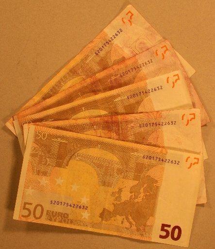 Falschgeld_131114 Europaweite Durchsuchungsaktion wegen Geldfälschung - Ermittler auch in Schwaben unterwegs Bayern News Newsletter Polizei & Co Durchsuchungsaktion Europol Fälscher Falschgeld Joachim Herrmann Polizei Schwaben |Presse Augsburg