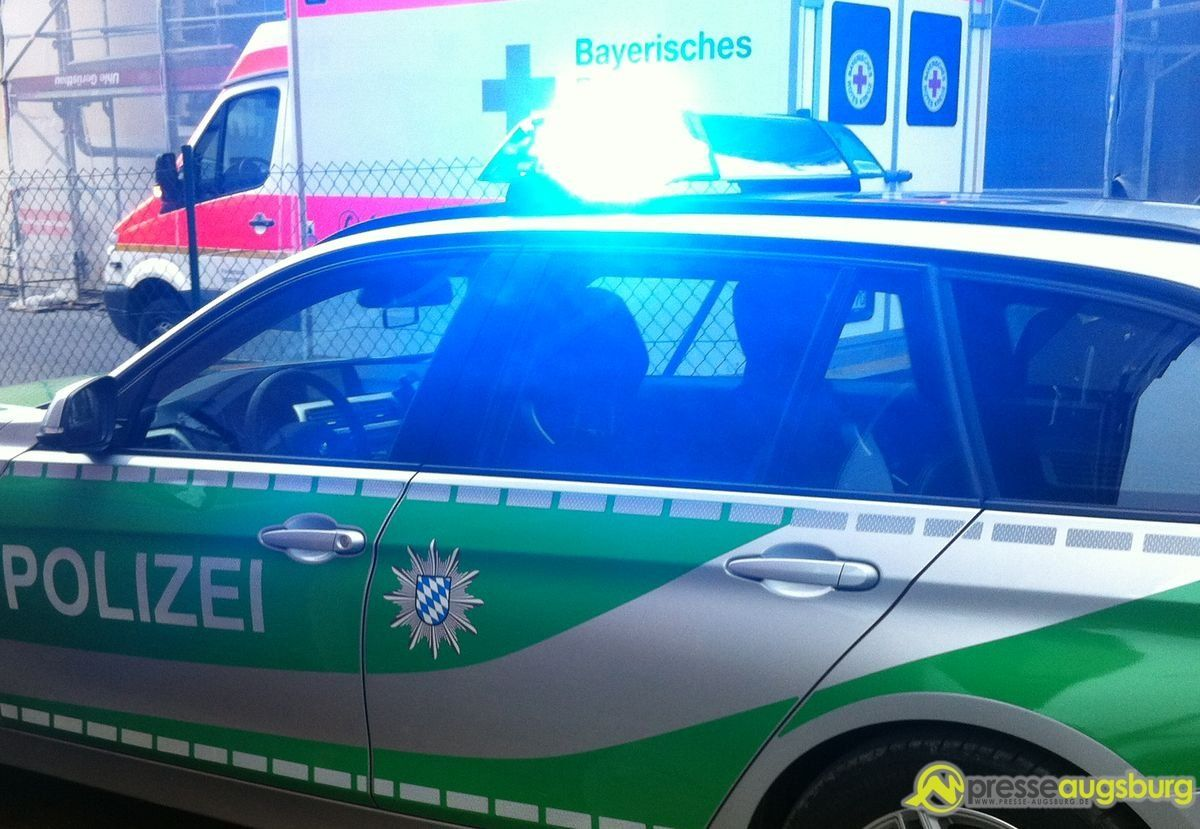 polizei_krankenwagen1 Haunstetter Straße | Fußgängerin wird bei Unfall schwer verletzt, Schaulustige verursachen Folgeunfall News Polizei & Co Berufsschule Haunstetter Straße Unfall |Presse Augsburg