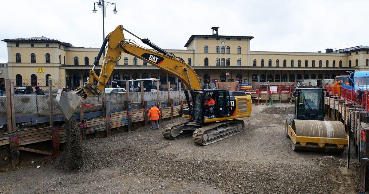 2014_12_12_Hbf_Grube_verfüllt Es gibt einen Bürgerdialog zu den umstrittenen Projekten Hauptbahnhof und Linie 5 News Politik Wirtschaft Hauptbahnhof Linie 5 Mobilitätsdrehscheibe Augsburg |Presse Augsburg