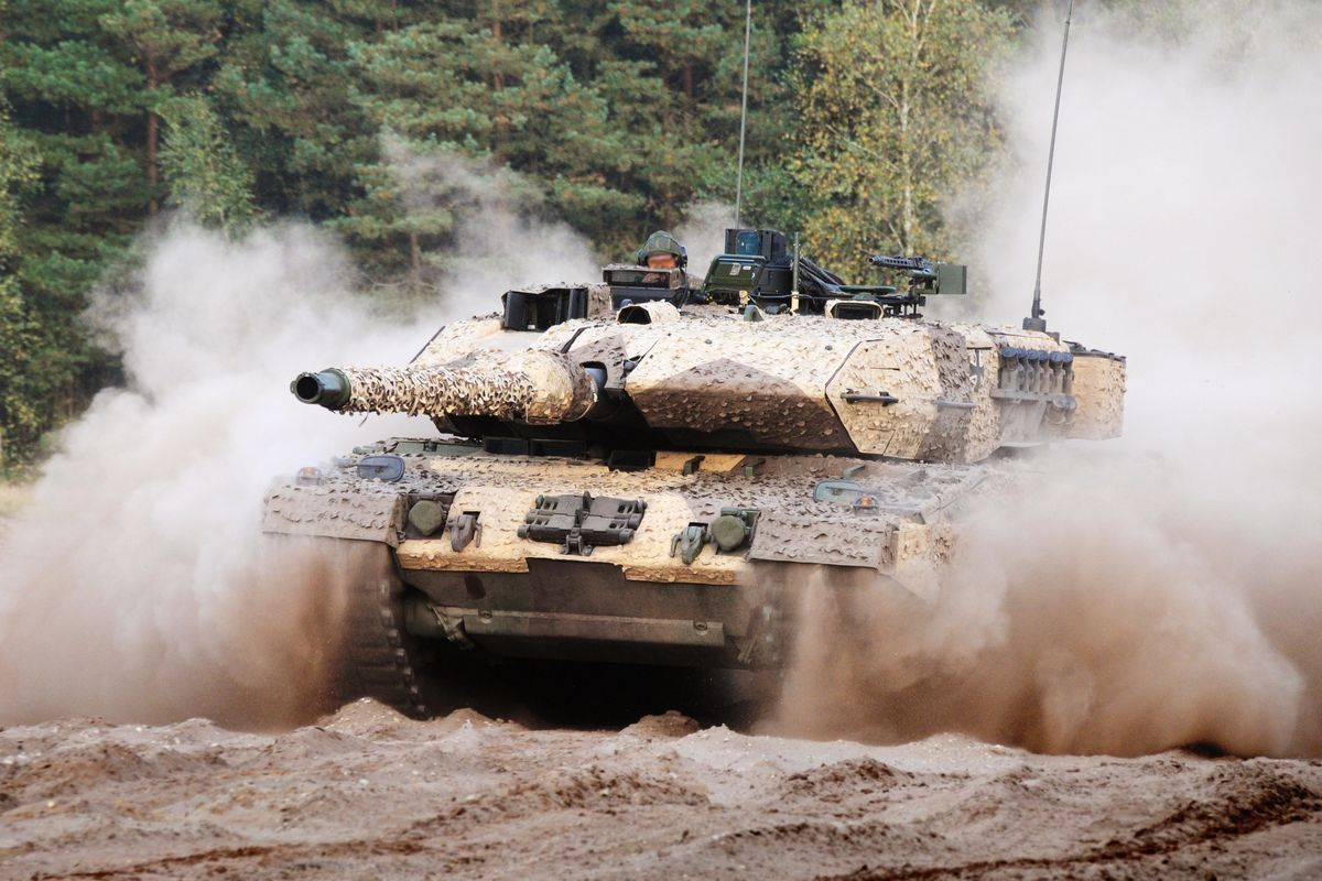panzer_LEOPARD-2-A7 Grenzen überschreiten? - Rüstungsexporte in der Kontroverse News Politik Diskussionsrunde Rüstungsexporte Universität Augsburg Zeughaus |Presse Augsburg