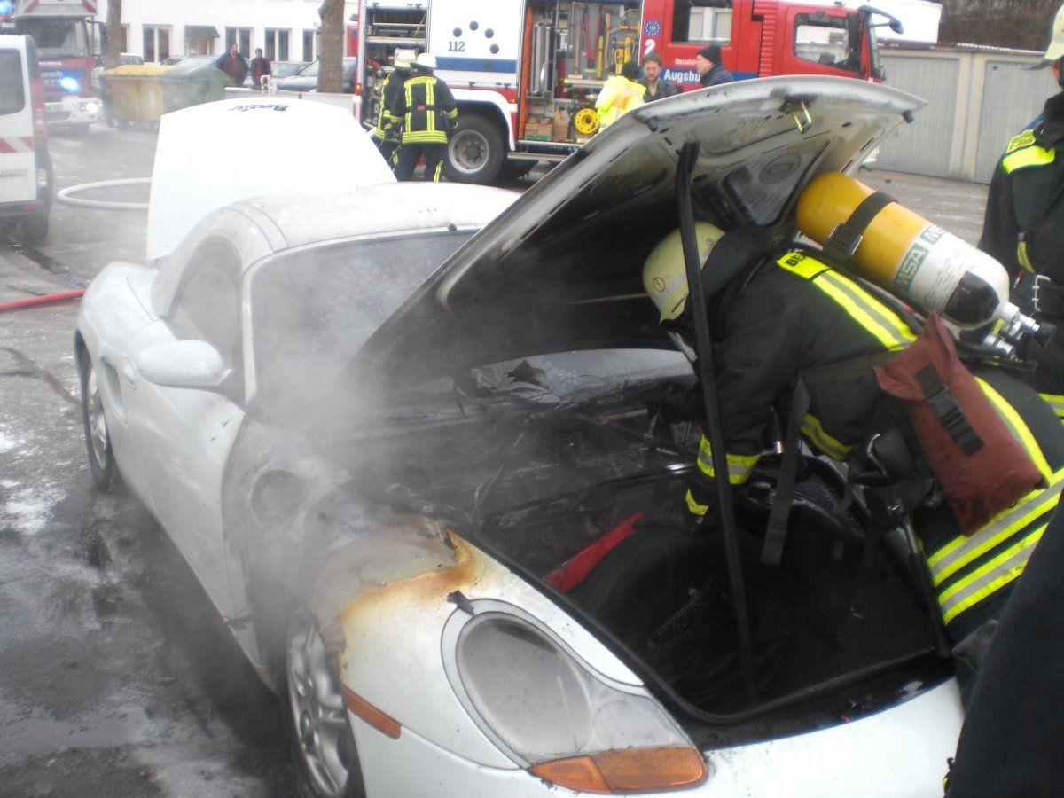 CIMG2016 Göggingen   Porsche fängt Feuer und muss gelöscht werden News Polizei & Co Augsburg brennt Feuer Göggingen Hanns-Rupp-Weg Porsche  Presse Augsburg