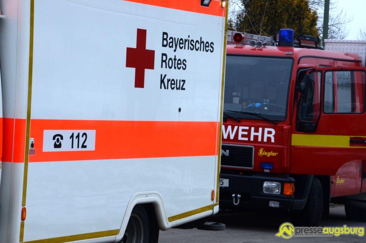 krankenwagen_feuerwehr Herrenbach | Familie muss nach Küchenbrand bei Freunden unterkommen News Polizei & Co Feuerwehr Herrenbach Küchenbrand Matthias-Claudius-Straße |Presse Augsburg