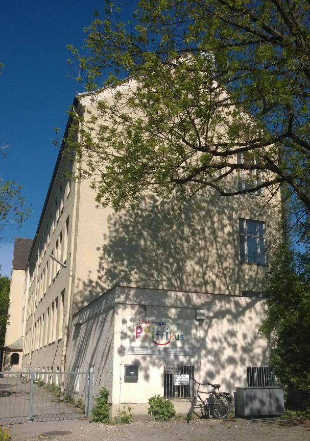15 05 28 Künstlerausschreibung Friedensfest Bild Fassade Spichererschule