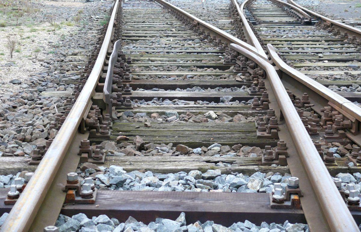 Weichenbereich Gleis Zug