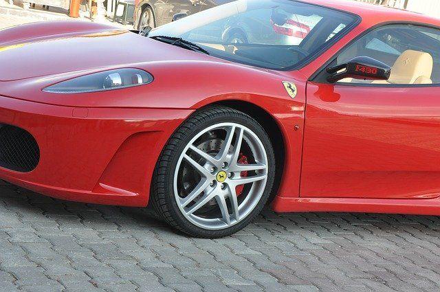 ferrari-70208_640 A8 bei Dasing |Sportwagen wird unsanft ausgebremst und katapultiert PKW 300 Meter weit News Polizei & Co A8 Dacia Dasing Ferrari Unfall |Presse Augsburg
