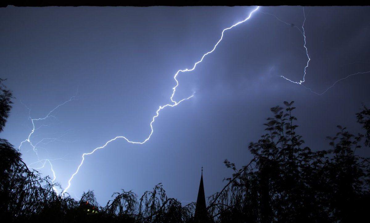 gewitter_blitz_donner Es wird Gewitter geben | So werden Sie nicht vom Blitz getroffen News Blizt Gewitter Tipps Wetter |Presse Augsburg