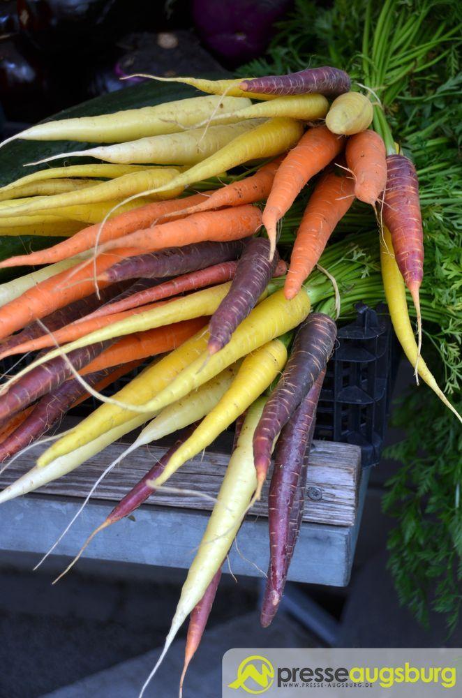 20150625 Stadtmarkt 071 Karotten Möhren