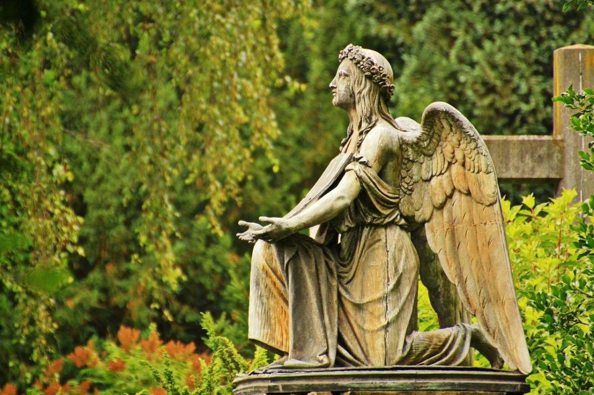 Engel Friedhof Grab