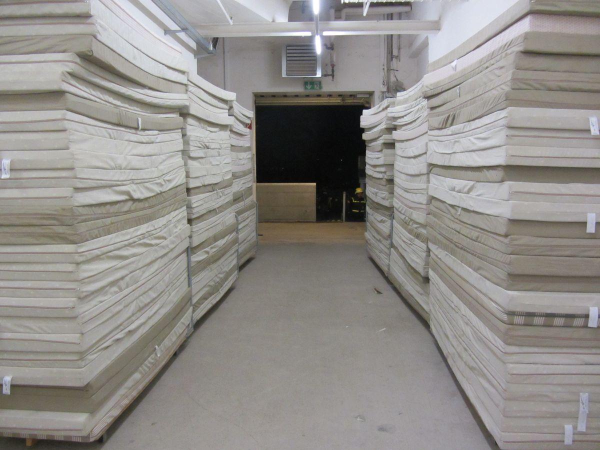 thw fl chtlingshilfe 001 presse augsburg nachrichten f r augsburg und bayerisch schwaben. Black Bedroom Furniture Sets. Home Design Ideas