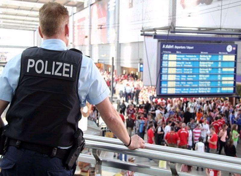polizei_fußball_randale_hooligans_bahnhof Hauptbahnhof Ingolstadt: FC Bayern-Fans von Regensburger Ultras verletzt News Polizei & Co |Presse Augsburg