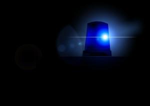 A8/Gersthofen |  Autofahrer mit Blaulicht und Martinshorn auf der Autobahn unterwegs