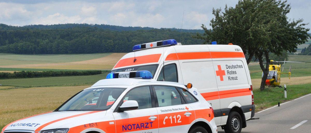 notarzt_heli Buching im Ostallgäu | Traktor stürzt Hang hinunter - Fahrer schwer verletzt News Ostallgäu Polizei & Co Buching Traktor Unfall |Presse Augsburg