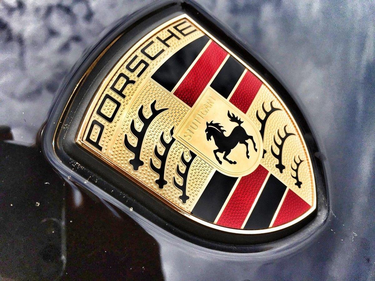 Porsche 826385 1280