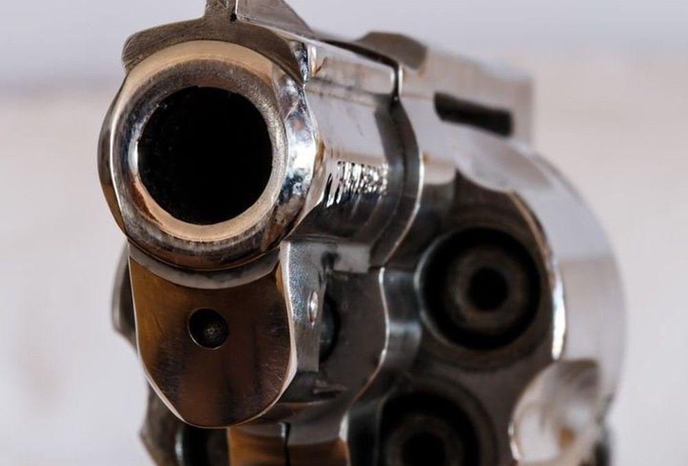 pistole_revolver Donau-Ries | Beifahrer schießt aus fahrendem Auto Donau-Ries News Polizei & Co Donau-Ries Genderkingen Schuss |Presse Augsburg
