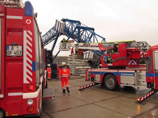 unnamed-2 Schwerer Betriebsunfall in Lechhausen: Kranausleger reißt in 12 Metern Höhe ab - Arbeiter wird verletzt Augsburg Stadt News Polizei & Co |Presse Augsburg