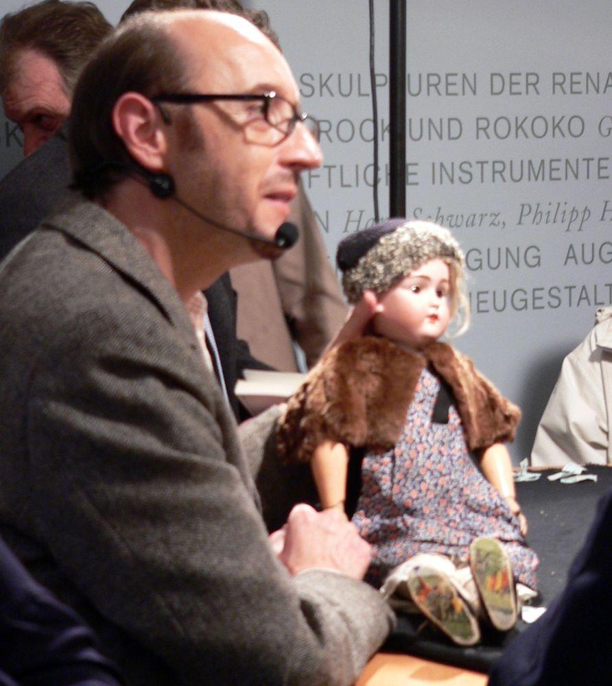 17_03_29_Kunstsprechstunde_Ralf-M.-Schmitt Puppenfreunde aufgepasst! Experten begutachten ihre Schätze im Maximilianmuseum Freizeit Kunst & Kultur News Maximilianmuseum Puppen |Presse Augsburg