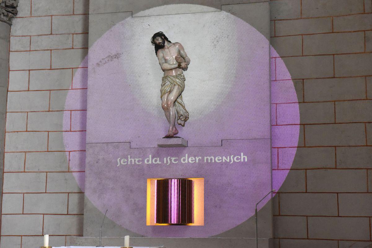 Künstler Augsburg aschermittwoch der künstler ausstellung mensch raum zeit im dom