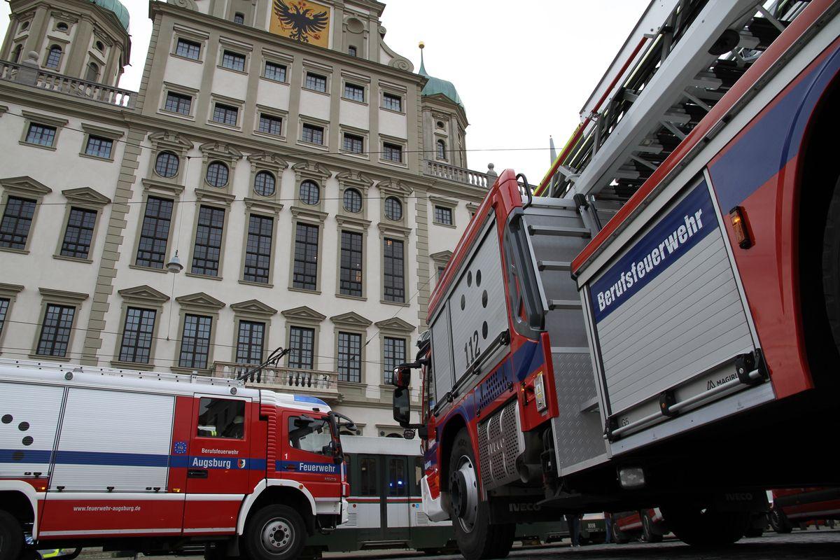 feuerwehr-rathaus Feuerwehreinsatz im Augsburger Rathaus Augsburg Stadt News Polizei & Co Annastraße Augsburger Rathaus Feuerwehr |Presse Augsburg