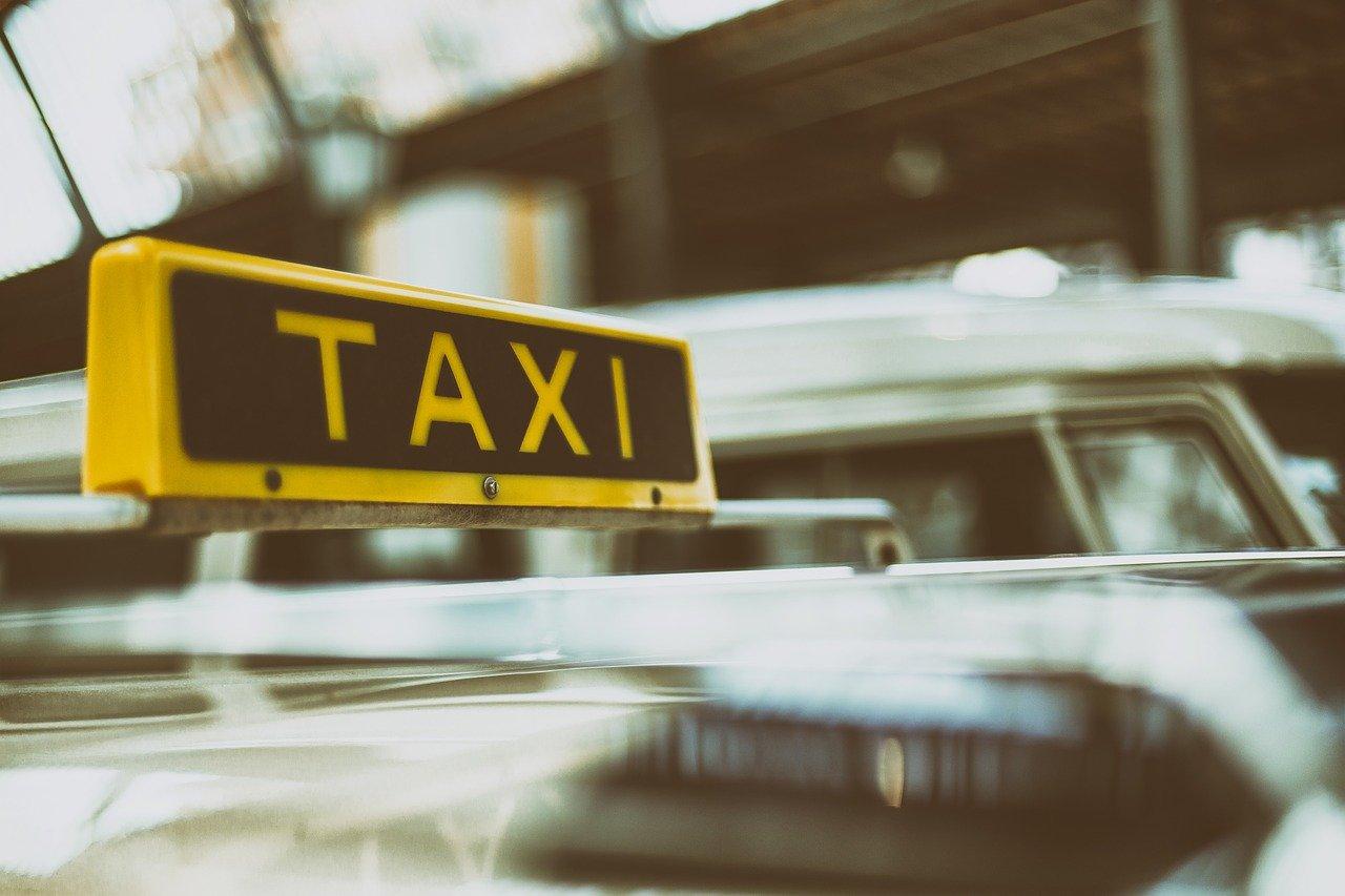 taxi_1489570639 Augsburg | Fahrgast schlägt Fahrer - Polizei schnappt verhinderten Taxiräuber Augsburg Stadt News Polizei & Co Augsburg Haunstetter Straße Polizei Räuber Taxi |Presse Augsburg