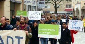 Augsburg | Über 200 Menschen demonstrieren gegen Abschiebungen nach Afghanistan
