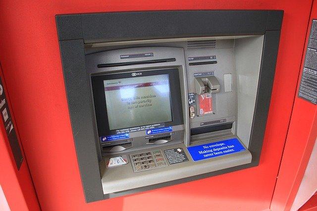 Donau-Ries/Dillingen | Geldautomaten manipuliert - Polizei schnappt rumänisches Diebes-Trio