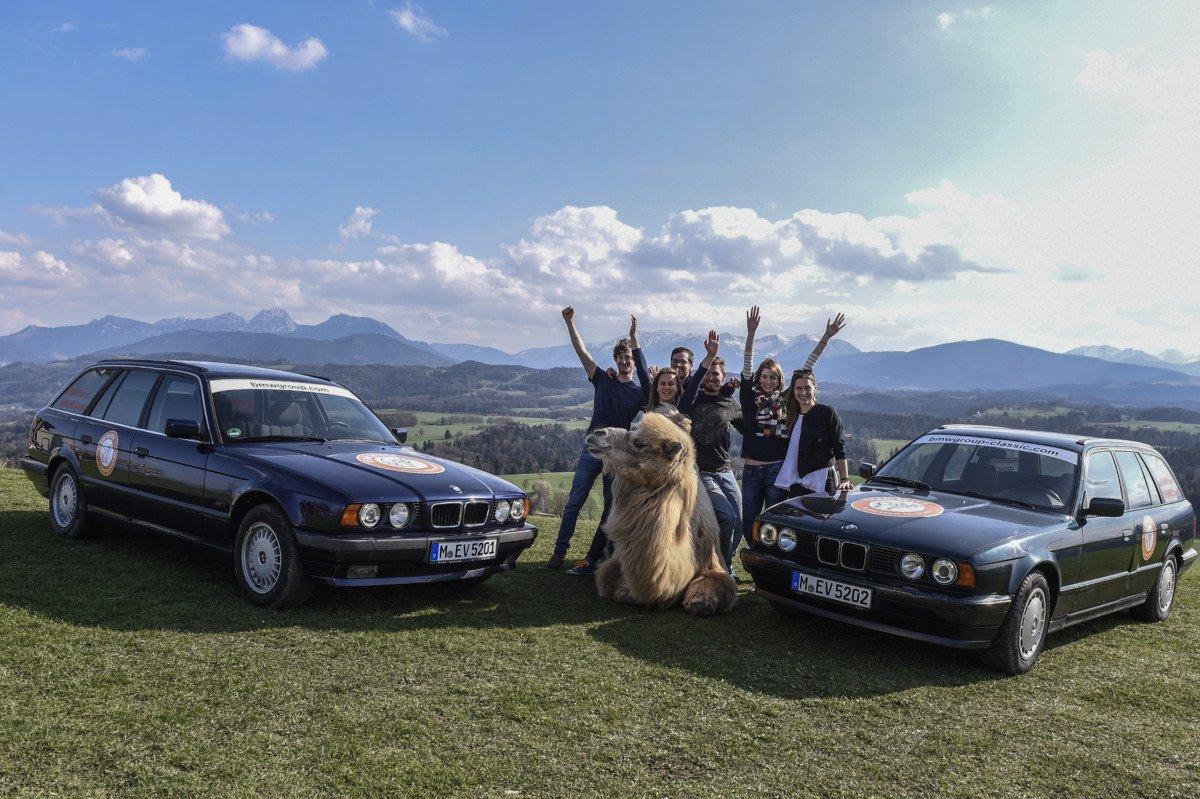 """aor_team_70 Die lange Reise zum Kamel   Das private Team """"5ever"""" startet mit drei klassischen BMW 5er Touring zur Langstreckenrallye Allgäu - Orient Freizeit News Ostallgäu Region Unterallgäu 5ever Allgäu - Orient Rallye BMW  Presse Augsburg"""