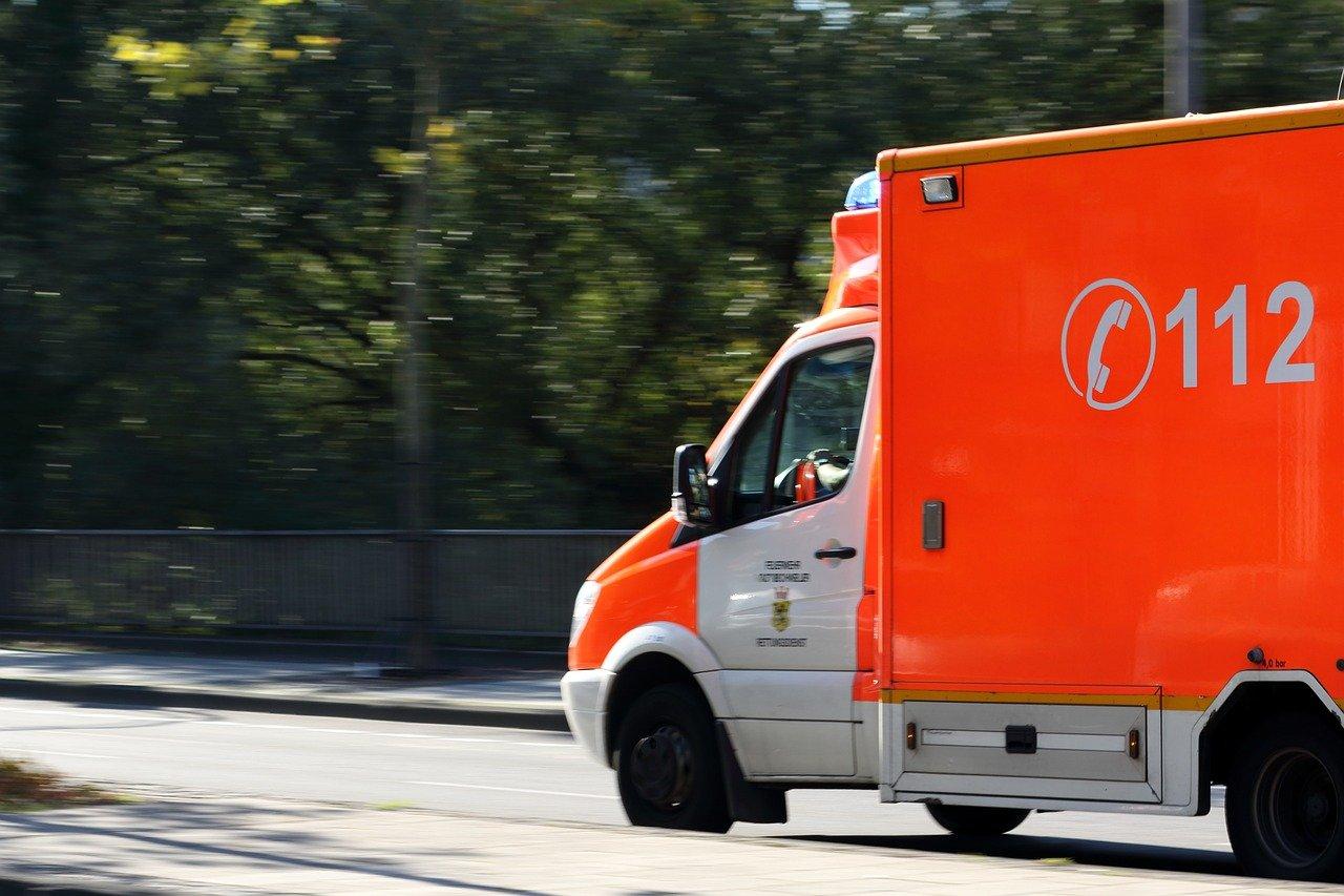 krankenwagen_1494839471 Unterallgäu | Radfahrer übersieht Auto und wird erfasst - Rentner verstirbt im Krankenhaus Polizei & Co Unterallgäu Fahrrad Hubschrauber Legau Leutkrich Unfall |Presse Augsburg