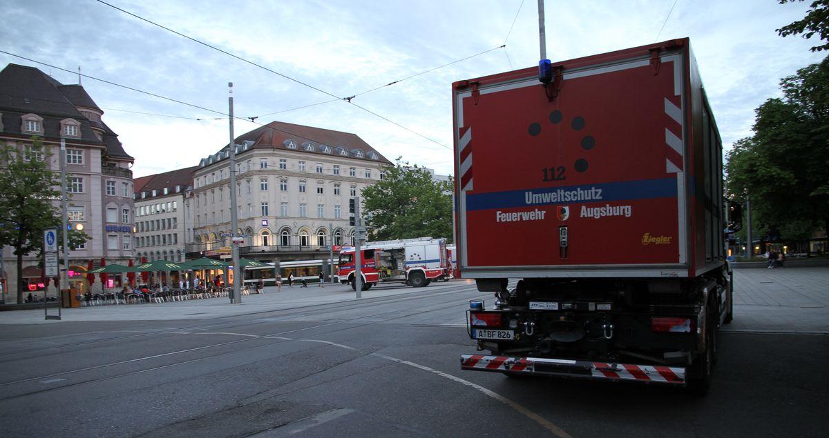 Gasalarm am Augsburger Königsplatz - Großeinsatz der Feuerwehren