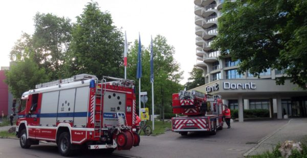 Brand im 14. Stock   Feuerwehreinsatz im Augsburger Hotelturm