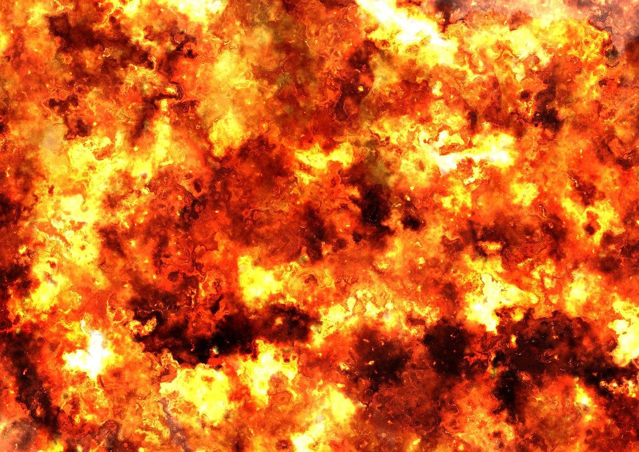 feuer_flammen_1498019678 Kreis Günzburg   Lagerhallen werden Raub der Flammen - Mindestens 5 Mio. Schaden bei Brand auf Bauernhof Günzburg News Polizei & Co Anhofen Bauernhof Bibertal. Günzburg Feuerwehr  Presse Augsburg