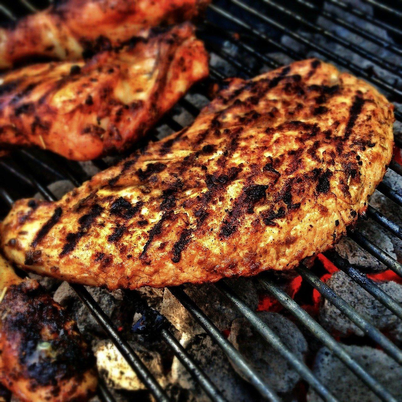Augsburg   Einbrecher grillt sich gemütlich ein paar Steaks im Schrebergarten