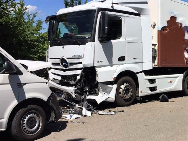 Donau-Ries | Schüler wird bei Schulbusunfall in Mertingen schwer verletzt