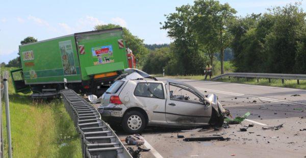 Tödlicher Verkehrsunfall auf der B12 bei Germaringen - Bundesstraße gesperrt